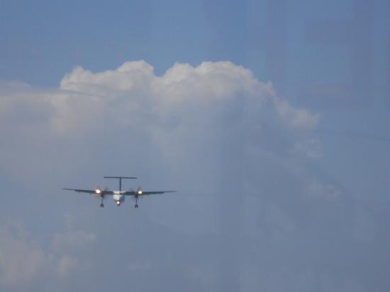 Sint Maarten, Άγιος Μαρτίνος: approaching aircraft at Maho beach