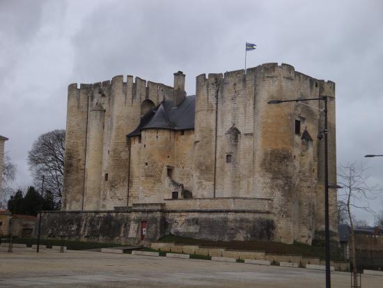 Niort, France : le donjon côté défensif