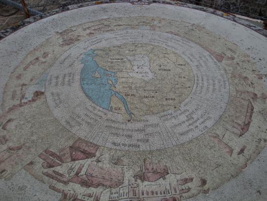 Niort, France : la table d'orientation de la terrasse
