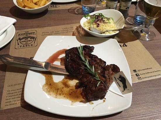 Roodepoort, Südafrika: Excelente comida, ótimo atendimento, cerveja gelada e carne maravilhosa. Recomendo a todos que v