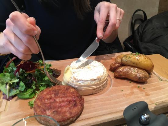 Houlgate, France : Camembert au four . Parfait