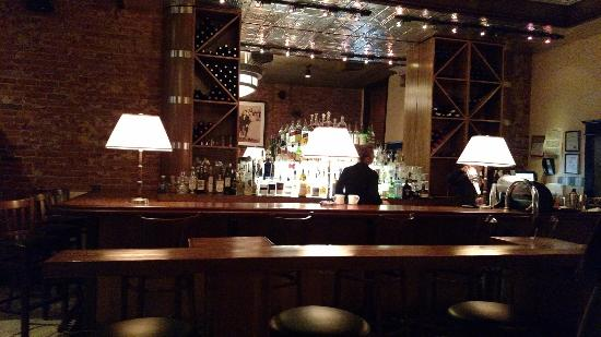 4th Street Chop House: The bar