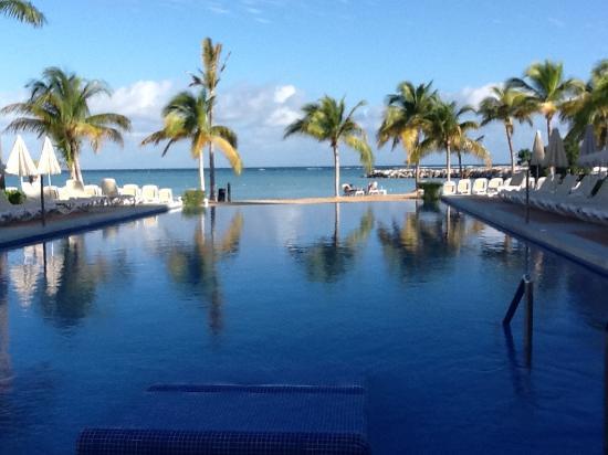 infinity pool picture of hotel riu palace jamaica montego bay rh tripadvisor co uk