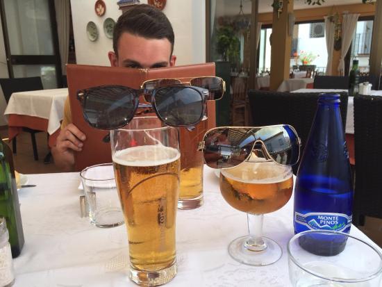 Benahavis, Spanien: Fun with the beers