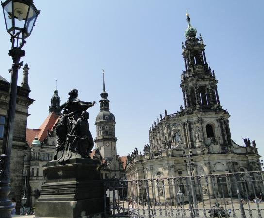 Katholische Hofkirche - Dresden: Hofkirche à esquerda