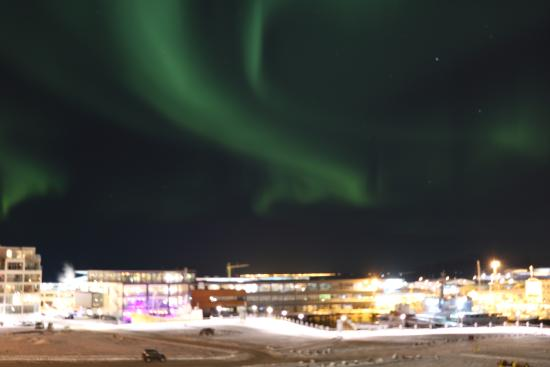 Icelandair Hotel Reykjavik Marina: Aurora Borealis still active after our night out Aurora watching, so lucky view from our Balcony