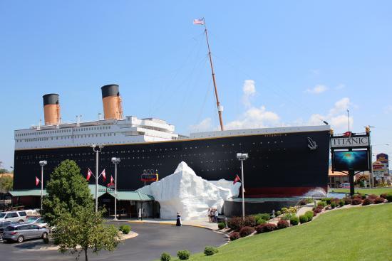 Titanic Museum: Exterior