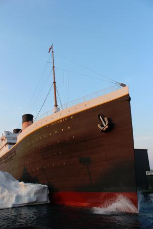 Titanic Museum: Close up of bow