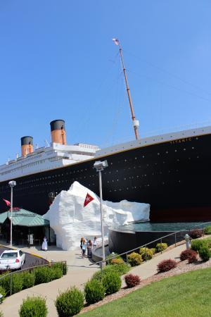 Titanic Museum: Entrance