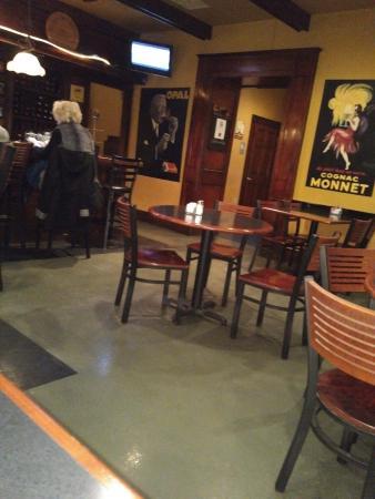 Paducah, KY: Bar Dining Area