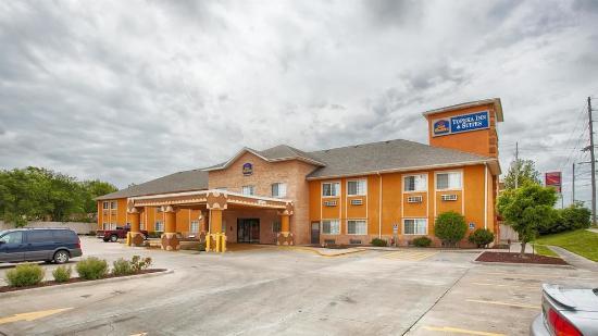 Best Western Topeka Inn & Suites: Exterior