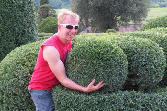Vezac, Prancis: Marqueyssac: The gardener allowed me to help place some of the hedges. ;-)