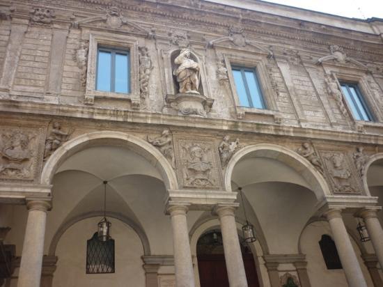 Loggia degli Osii: fachada