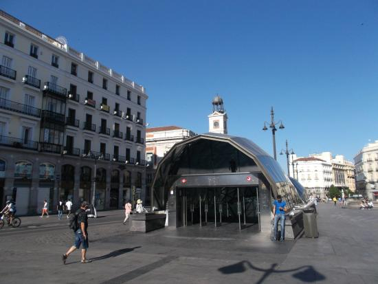 Madrid espa a estaci n de renfe puerta del sol for Puerta del sol santiago