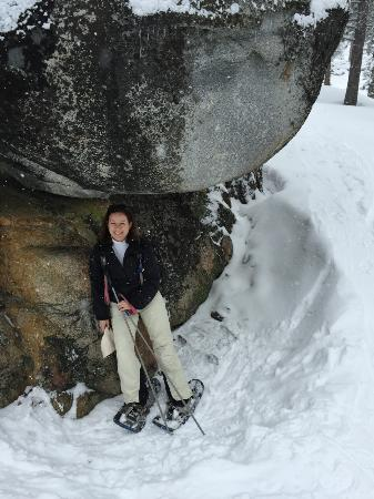 Squaw Valley, Καλιφόρνια: Taking a breather from snow shoeing on Shirley Lake Trail
