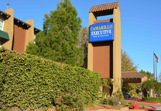 Camarillo Executive Inn & Suites: Entrance