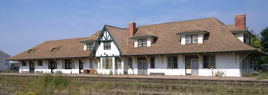 Wainwright train station - rail side