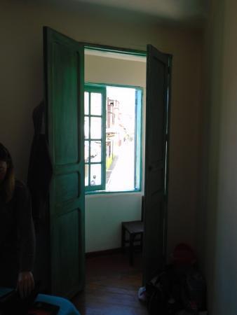 Sayta Hostal: Balcón de la habitación del centro, primer piso.