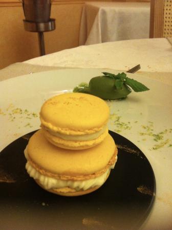 Falaise, Frankrike: Macaron façon religieuse - Menu les saveurs
