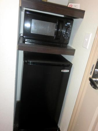 Locust Grove, Georgien: Microwave/Mini-Fridge/storage shelving