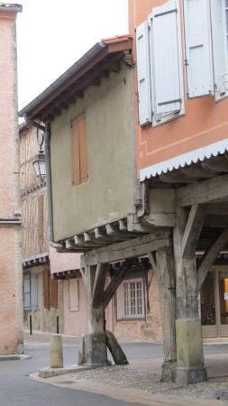 Mirepoix, Francja: A side street