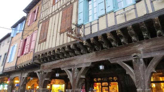 Mirepoix, Francia: House of Consuls. Beams design on top floor have some forgotten meaning for luck