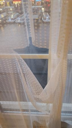 Hotel Old Quarter: The other curtain