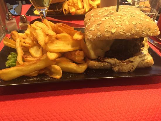 Echirolles, Francia: Burger xl auvergnat