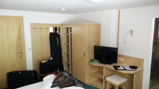 Hotel Goldenes Kreuz: Desk, TV, wardrobe and room door on left.