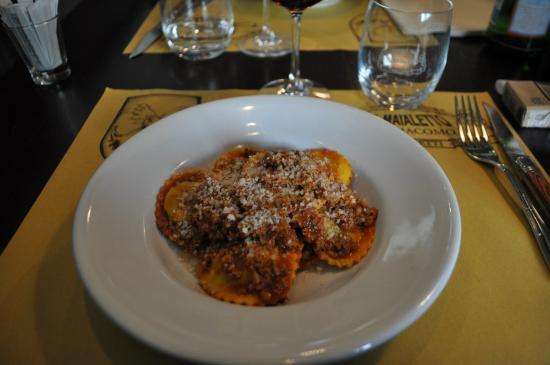 Monsummano Terme, Italia: tortelli al ragù