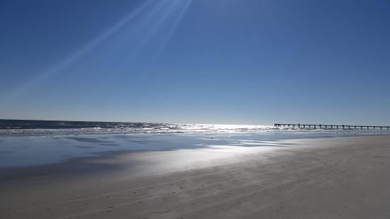 Jacksonville Beach, FL: Beach in front of Hotel