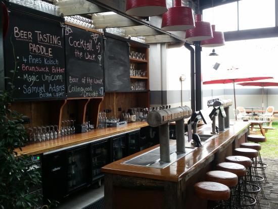Windsor, Australia: One of the 2 bars at Easy Lane