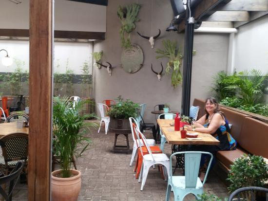 Windsor, Австралия: Quiet spot to eat at Easy Lane