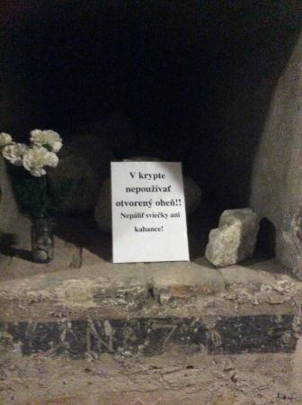 St. Martin's Cathedral (Dom svateho Martina): Flowers left at burial site