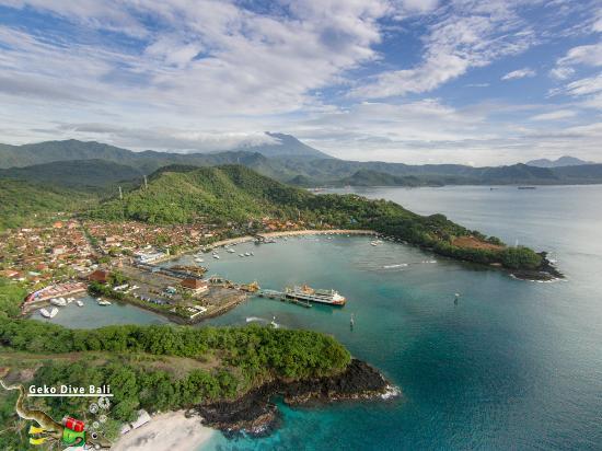 Padangbai, Indonezja: Aerial view of Padang Bai from White Sand Beach