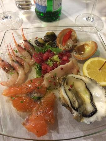 Ачитрецца, Италия: Antipasto marinaro 15€ Gran parte appena pescato!