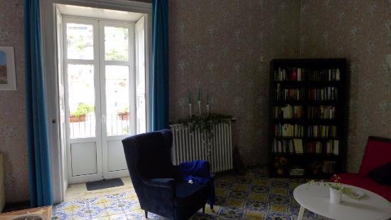 I Tetti di Siciliando: library / common room