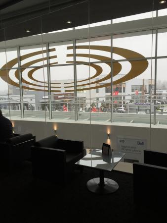 Abbotsford, Kanada: Lounge overlooking a huge mall