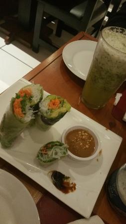 Santa Ana, Costa Rica: Spring roll yummy! Y sopa de Lomito buenísima. Espero sigan mucho más tiempo por aquí con el res