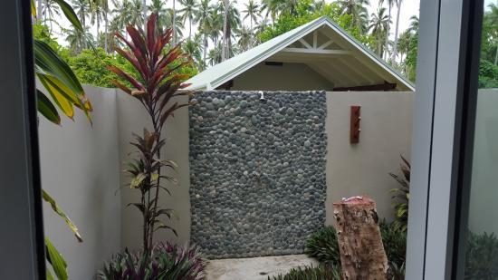 Mahi Mahi Beach Villas: Outdoor shower