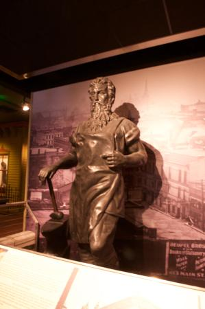 Evansville, IN: A statue inside the museum.