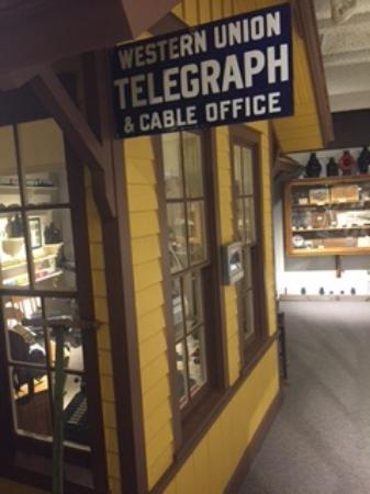 Fick Fossil & History Museum: Replica train depot