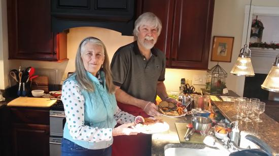 Intervale, NH: Owner Ken prepares gourmet breakfast for guests every day.