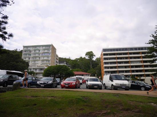 Burleigh Heads, Avustralya: ビーチの目の前の駐車場