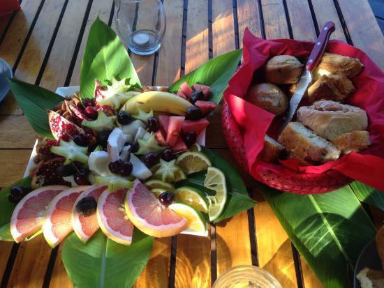 Lance aux Epines, Grenada: Breakfast from Staff