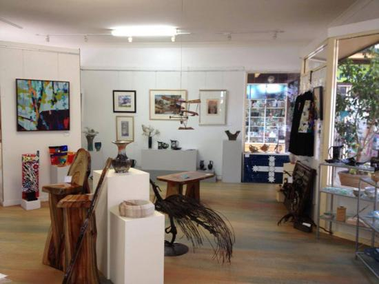 Wisemans Ferry, Australia: Volunteer run not-for-profit community Gallery