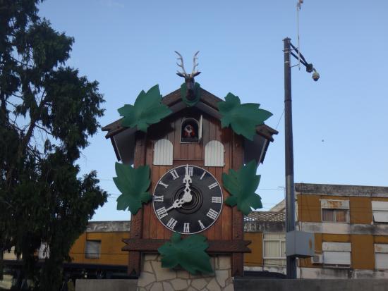 La foto clasica en el cucu picture of reloj cucu villa - Carlos cordoba ...