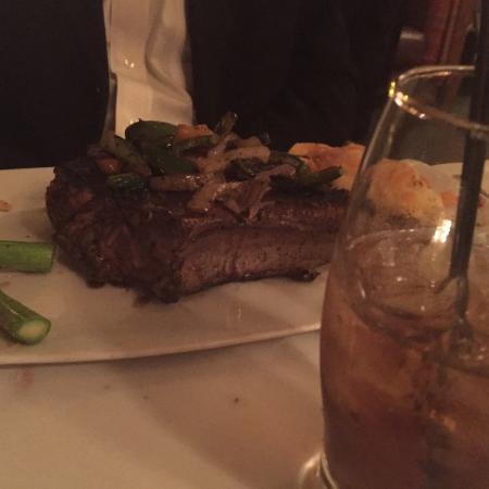 Augusta, Géorgie : My favorites, old Lobster Savannah. New Little Richard cocktail. Really packed on a Friday night