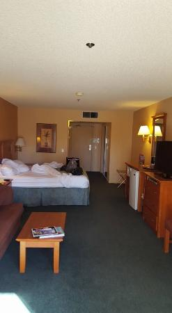 Miracle Springs Resort and Spa: HUGE and very clean rooms~comfortable bed!