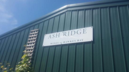 Ash Ridge Winery: Bodega